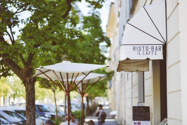 s_restaurant-sidewalk-boardwalk-cafe